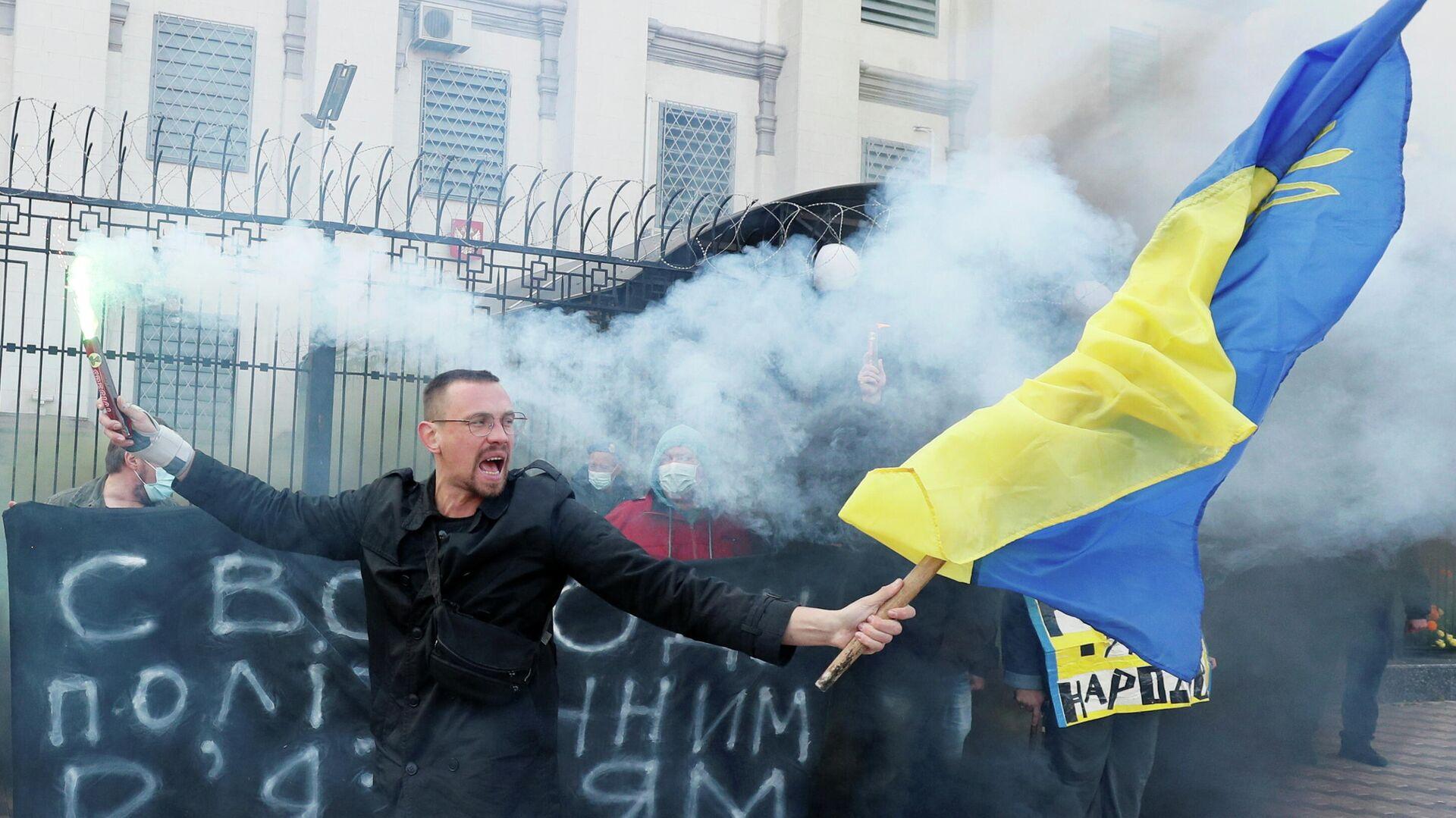В Киеве у посольства России проходит митинг за освобождение осужденных в Крыму украинцев