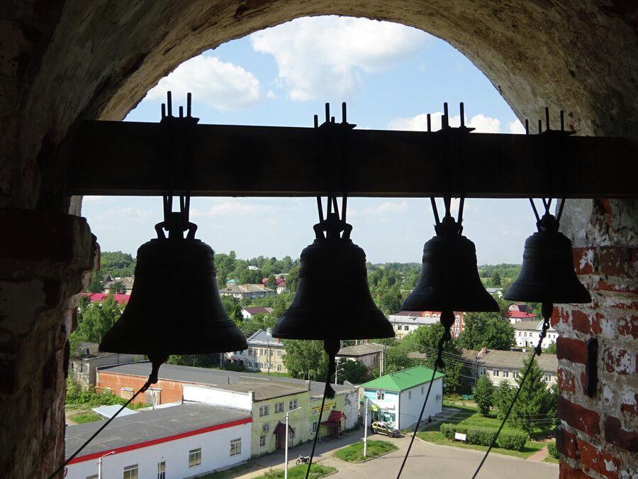 На колокольне Великосельского кремля