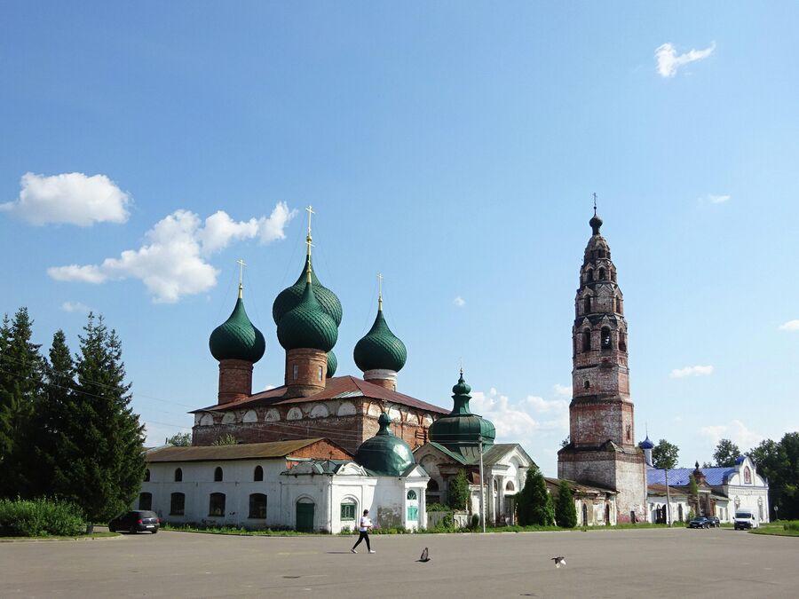 Ансамбль Великосельского кремля
