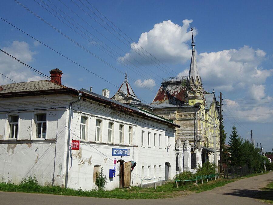 Жилой дом 19 века и усадьба Локалова