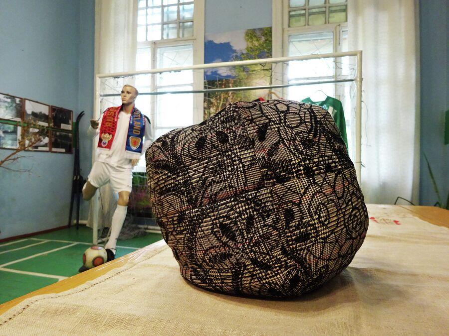 Футбольный мяч, набитый льном