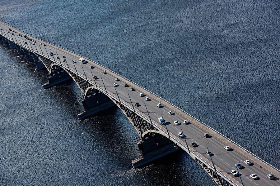 Автомобильный мост через реку Волгу в Саратов