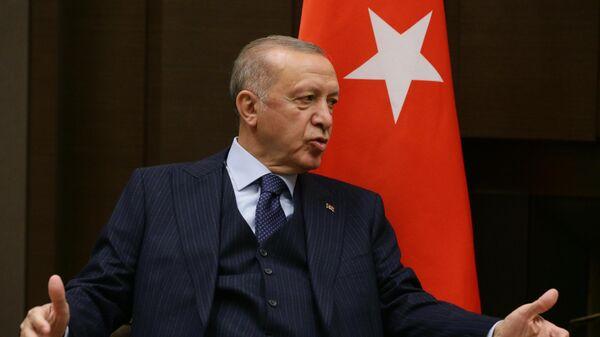 Эрдоган поделился видео с игры в баскетбол после слухов о серьезной болезни