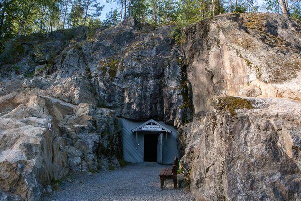 Вход в военно-исторический музей Гора Филина в северной части города Лахденпохья в Карелии