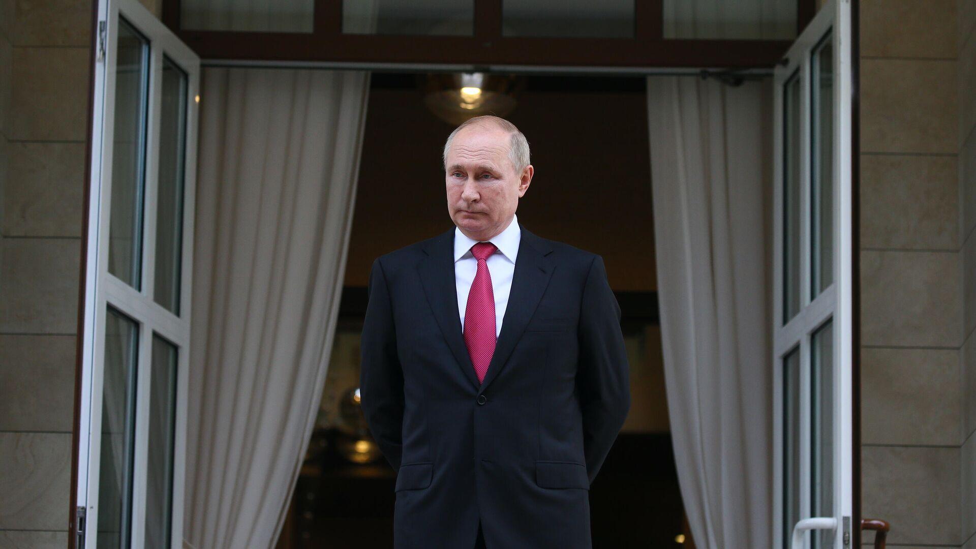 Президент РФ Владимир Путин по окончании встречи с президентом Турции Реджепом Тайипом Эрдоганом в Сочи - РИА Новости, 1920, 01.10.2021