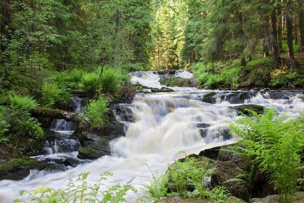Парк водопадов недалеко от города Лахденпохья в Карелии