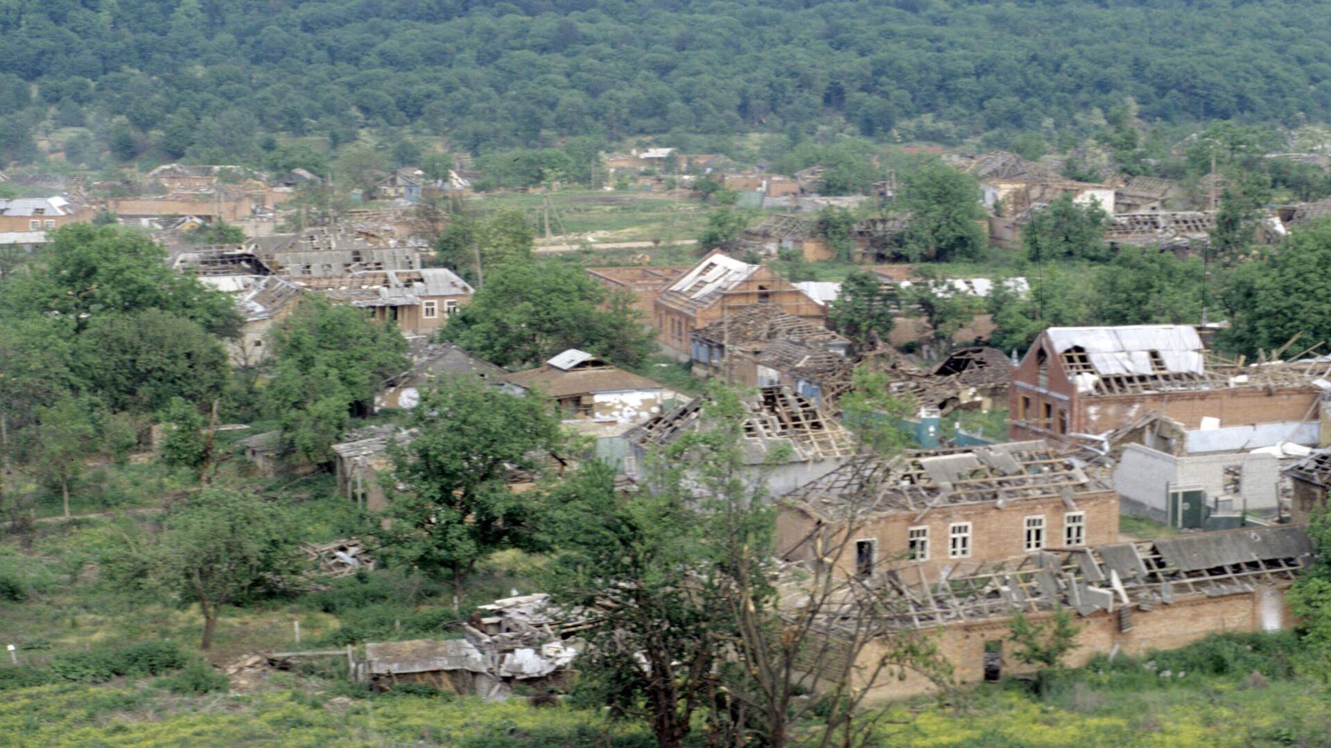 Вид поселка Бамут в Чечне после проведенных в нем боевых действий. - РИА Новости, 1920, 30.09.2021