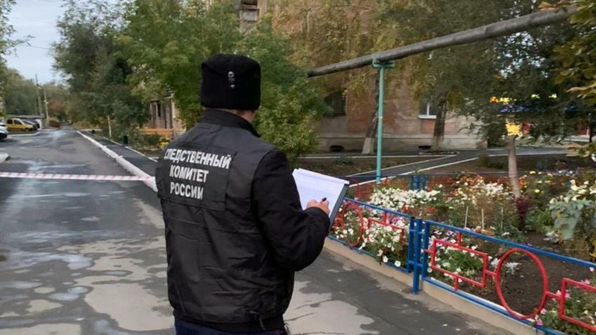 Сотрудник Следственного комитета на месте убийства трех девушек в Оренбургской области - РИА Новости, 1920, 01.10.2021