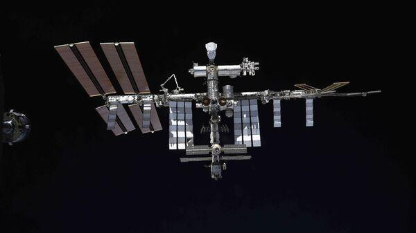 Международная космическая станция с пристыкованным модулем Наука