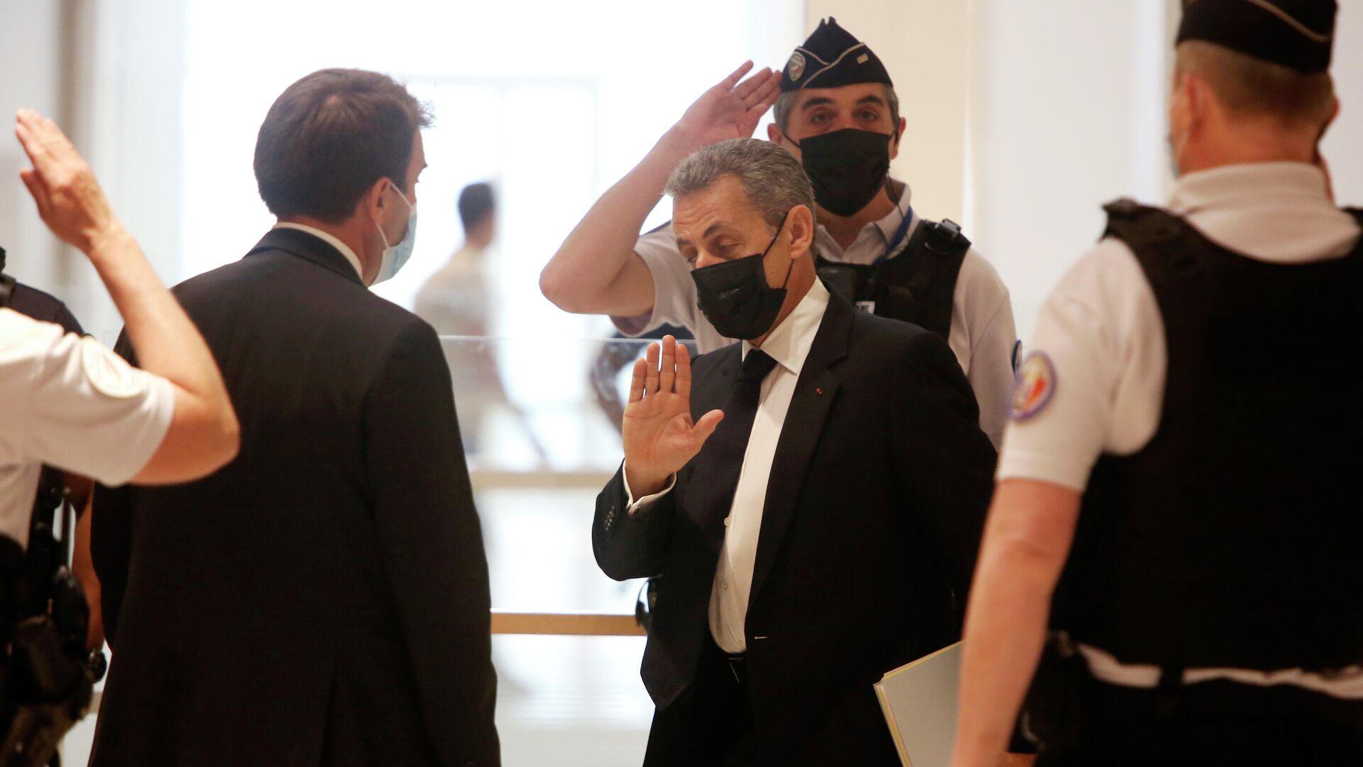 Премьер Франции Кастекс выразил поддержку осужденному экс-президенту Саркози
