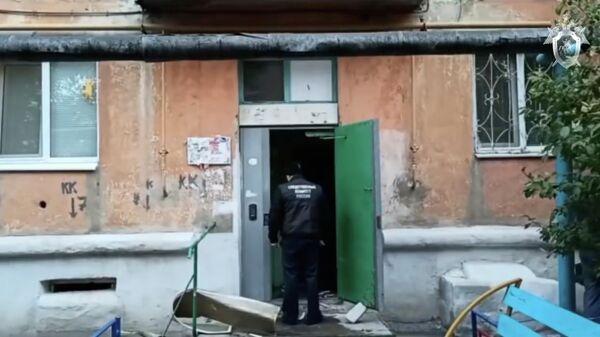 Сотрудник Следственного комитета на месте убийства трех девушек в Оренбургской области