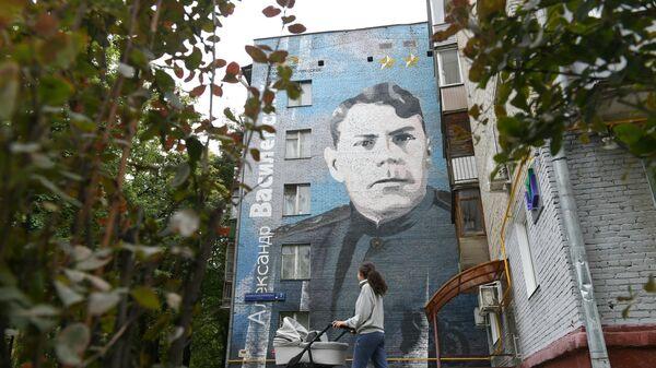 Граффити с изображением маршала Александра Василевского на фасаде здания по адресу: улица Маршала Василевского дом 7, корпус 1 в Москве