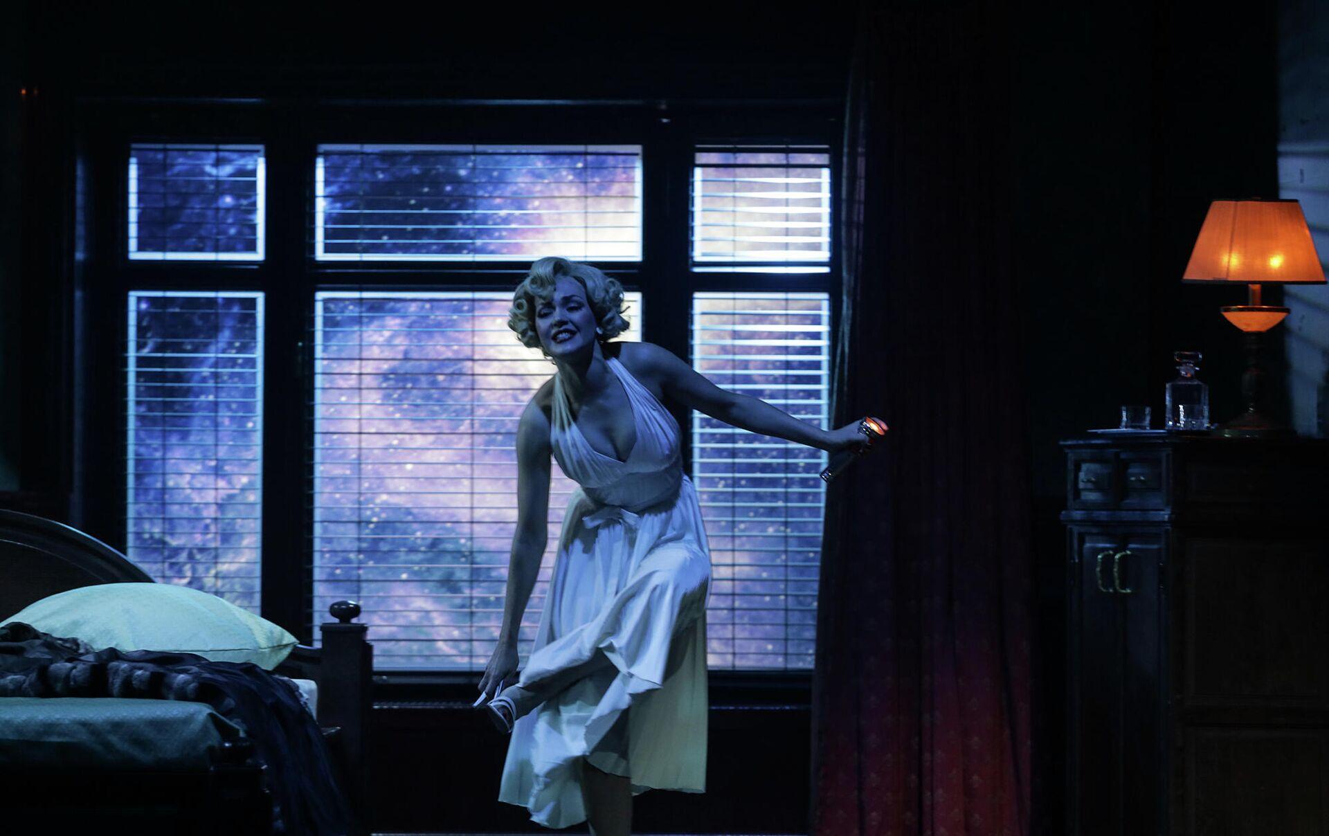 Анастасия Тимушкова в спектакле Ночь в отеле - РИА Новости, 1920, 30.09.2021