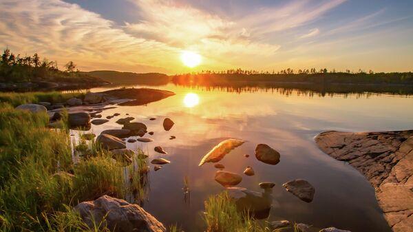 Закат на Ладожском озере в Карелии