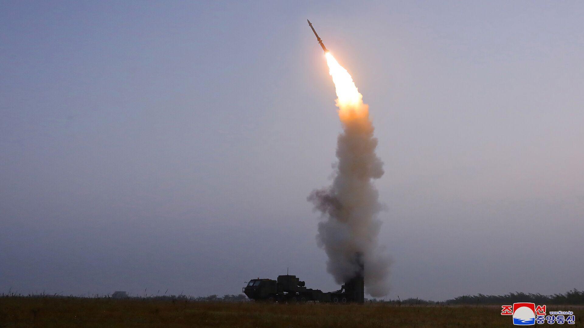 Испытания новой зенитной ракеты в КНДР - РИА Новости, 1920, 01.10.2021
