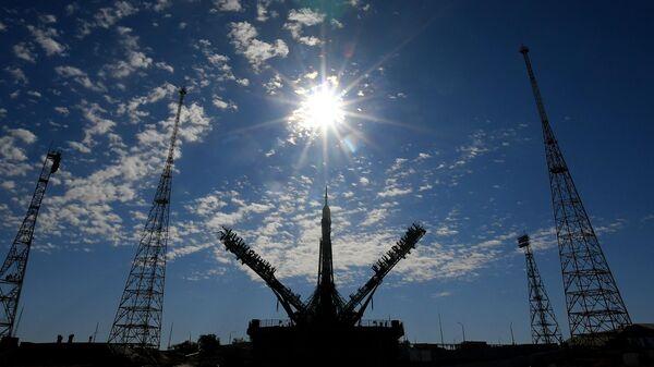 Установка РН Союз-2.1а с кораблем Союз МС-19 на стартовый комплекс космодрома Байконур