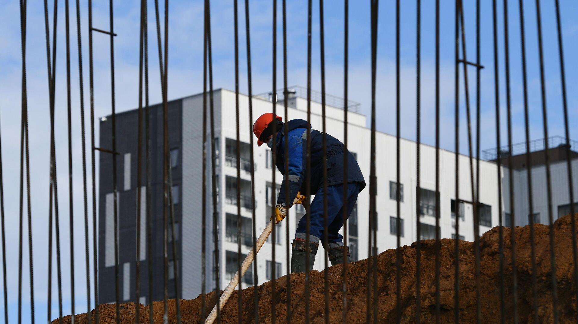 Рабочий на строительной площадке ЖК Южная Битца - РИА Новости, 1920, 06.10.2021