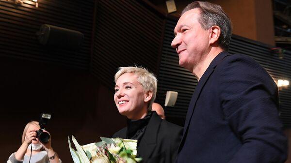 Актриса Чулпан Хаматова и художественный руководитель театра Современник Виктор Рыжаков во время сбора труппы.