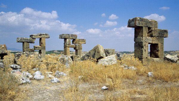 Руины древнего города Блаундоса в Турции