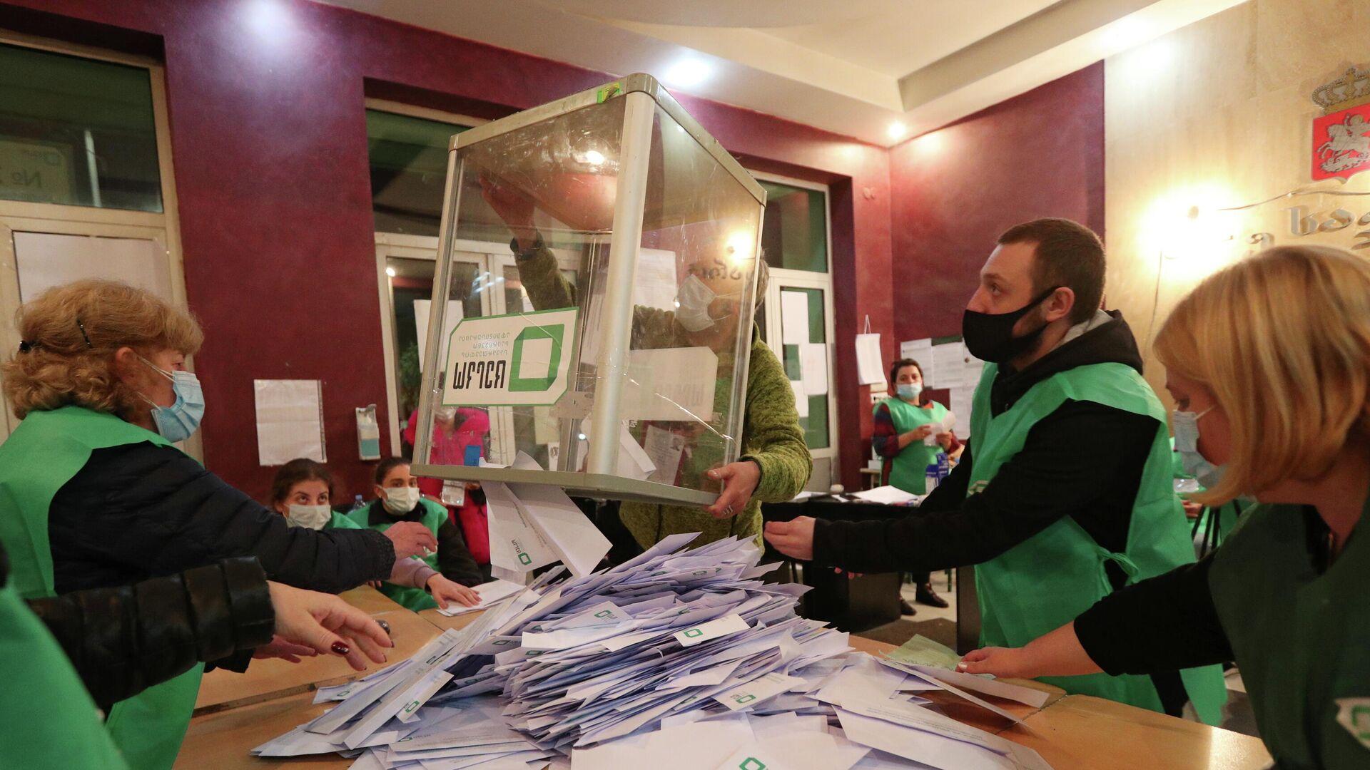 Подсчет голосов на муниципальных выборах в Тбилиси, Грузия - РИА Новости, 1920, 03.10.2021