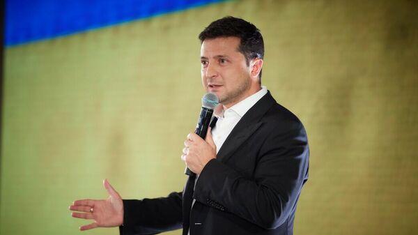 Президент Украины Владимир Зеленский во время совещания с депутатами партии Слуга Народа во Львовской области