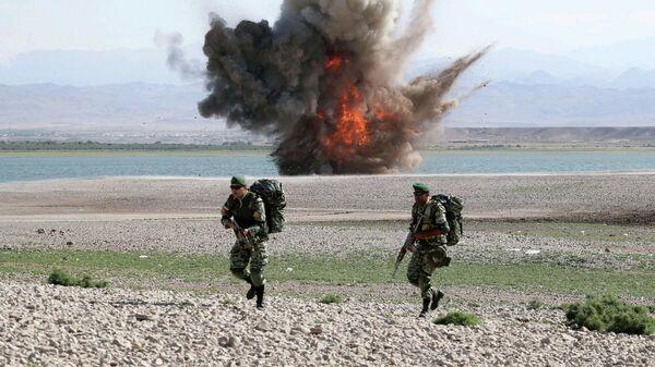 Военнослужащие иранской армии принимают участие в военных учениях Фатехан Хейбар на ирано-азербайджанской границе