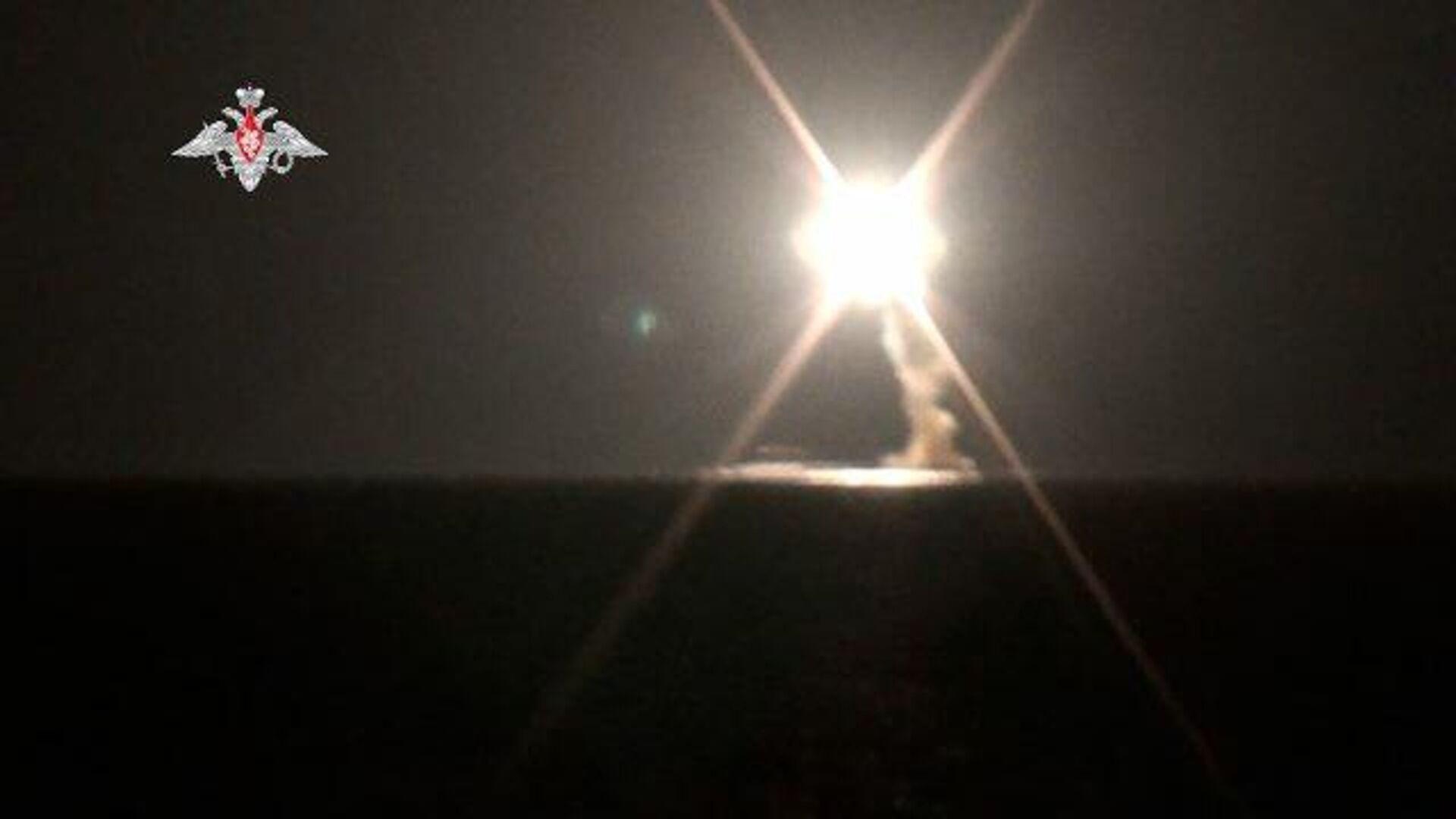 Запуск гиперзвуковой ракеты Циркон с атомной подлодки. Кадры Минобороны РФ - РИА Новости, 1920, 04.10.2021