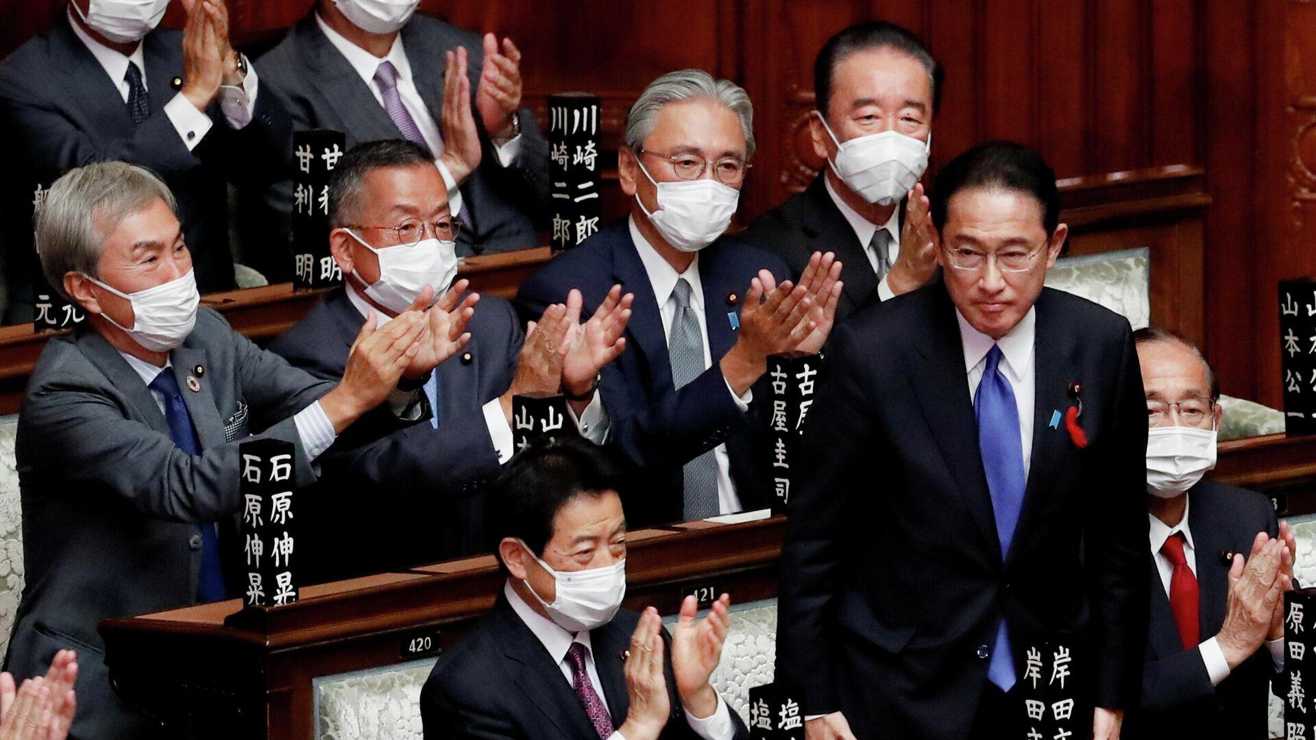 Новый премьер-министр Японии Фумио Кисида на заседании парламента в Токио, Япония - РИА Новости, 1920, 04.10.2021