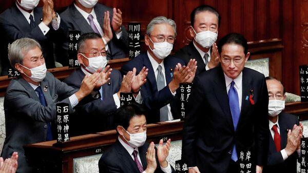 Новый премьер-министр Японии Фумио Кисида на заседании парламента в Токио, Япония