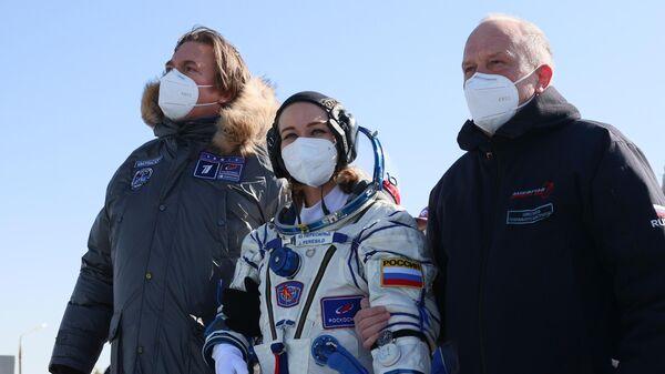 Член основного экипажа 66-й экспедиции на Международную космическую станцию актриса Юлия Пересильд перед стартом космического корабля Союз МС-19