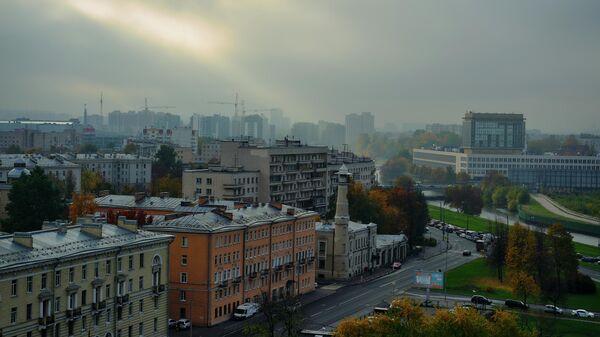 Вид на реку Охта и пожарную каланчу в Санкт-Петербурге