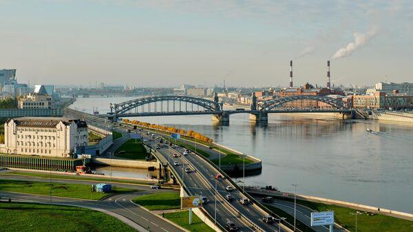 Вид на Охтинский мыс, Малоохтинскую набережную и Большеохтинский мост в Санкт-Петербурге