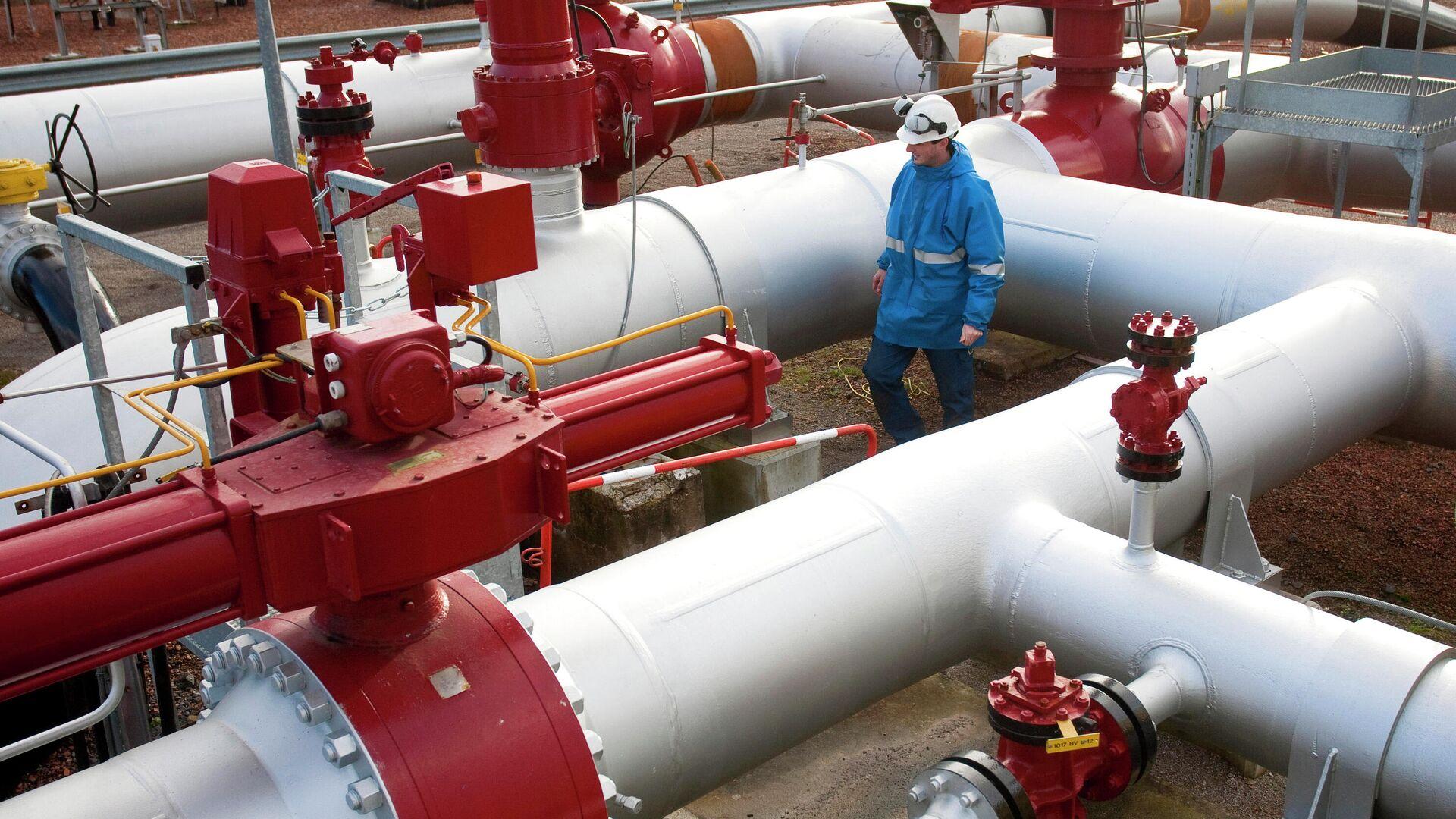 Цена фьючерсов на газ в Европе завершила торги выше 1400 долларов