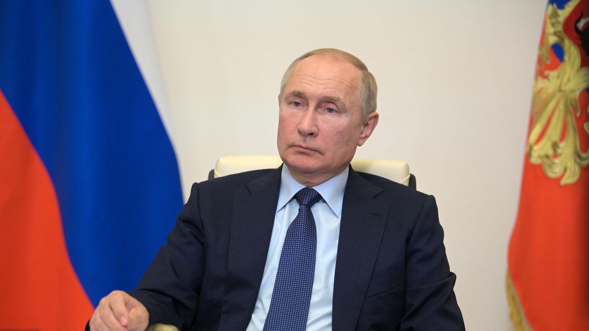 Президент РФ Владимир Путин проводит в режиме видеоконференции совещание с членами правительства РФ - РИА Новости, 1920, 06.10.2021