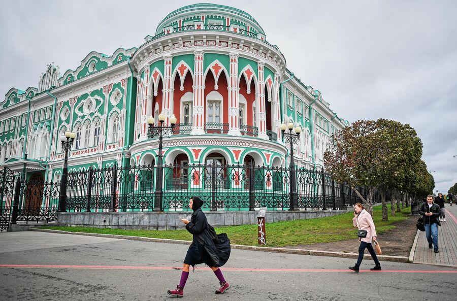 Дом Севастьянова, достопримечательность Екатеринбурга, памятник архитектуры XIX века. Октябрь 2020 года