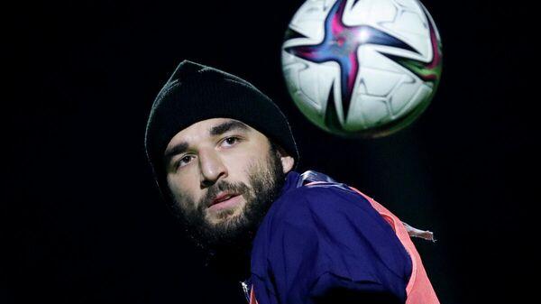 Защитник сборной России Георгий Джикия во время тренировки