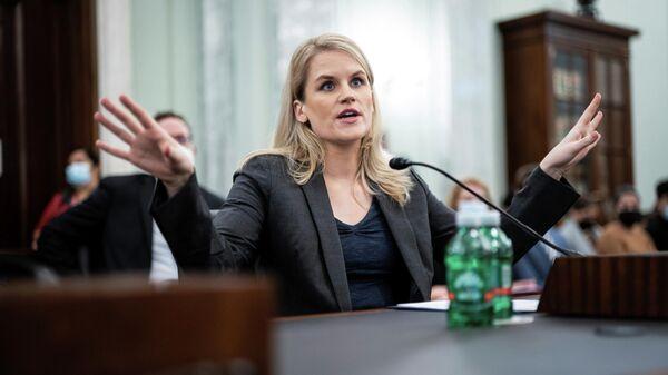 Бывший менеджер Facebook Фрэнсис Хауген на слушаниях в сенате США