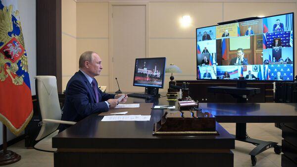Президент РФ Владимир Путин проводит в режиме видеоконференции совещание по вопросам развития энергетики