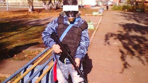 Мальчик в камуфляже и с игрушечным автоматом пришел к школе в Татарстане