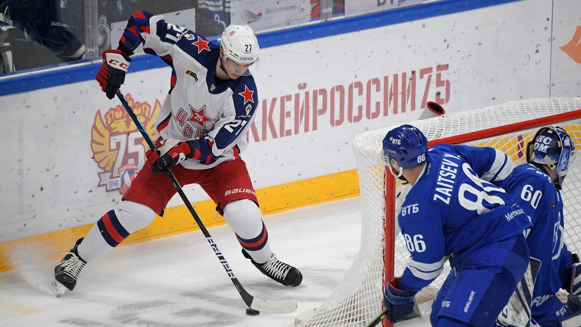 Игрок ЦСКА Максим Соркин (слева) в матче КХЛ - РИА Новости, 1920, 06.10.2021