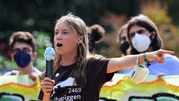 Шведская климатическая активистка Грета Тунберг выступает во время студенческой забастовки