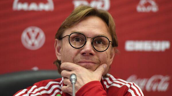 Главный тренер сборной России по футболу Валерий Карпин на пресс-конференции перед матчем отборочного этапа чемпионата мира по футболу 2022 года против сборной Словакии.