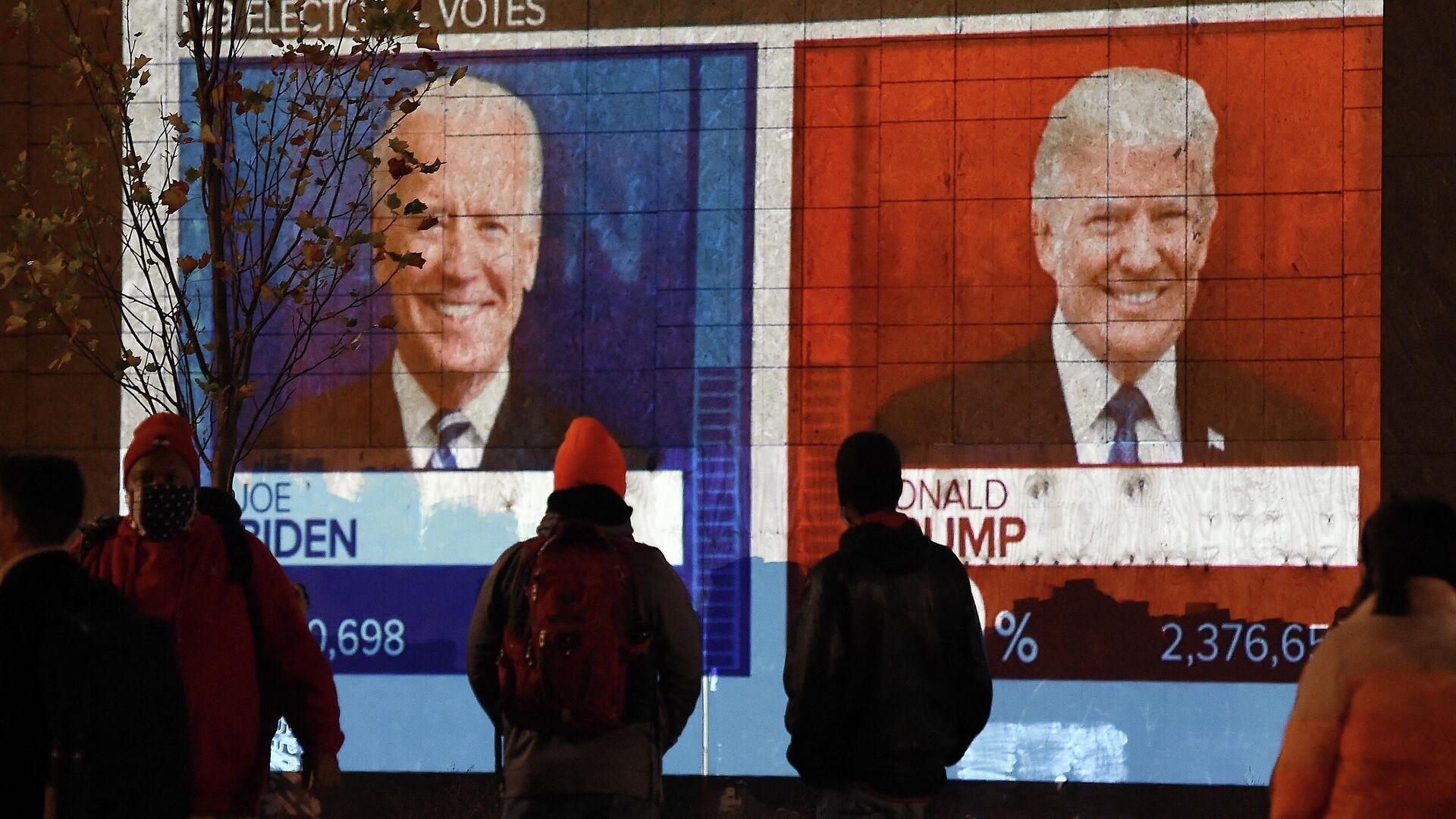 Экран с предварительным подсчетом голосов на президентских выборах в Вашингтоне, США - РИА Новости, 1920, 08.10.2021