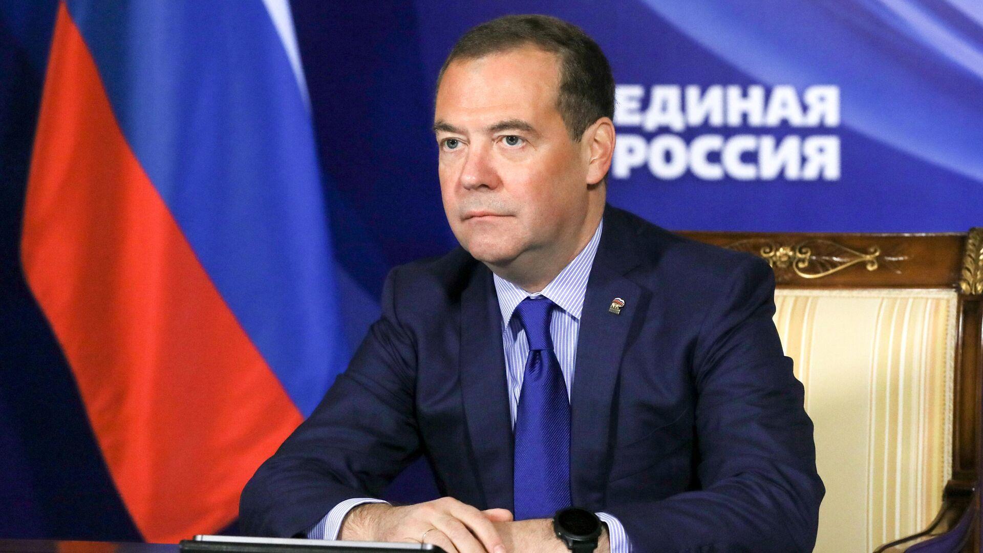 """Медведев: нужно дождаться появления """"вменяемого руководства"""" на Украине"""