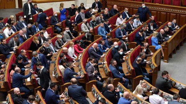 Депутаты на заседании Верховной рады Украины