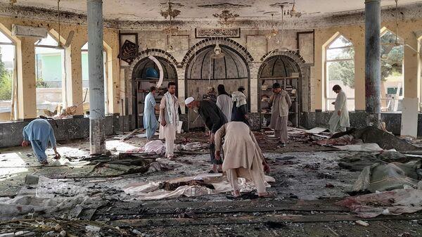 Место взрыва в мечети в афганской провинции Кундуз