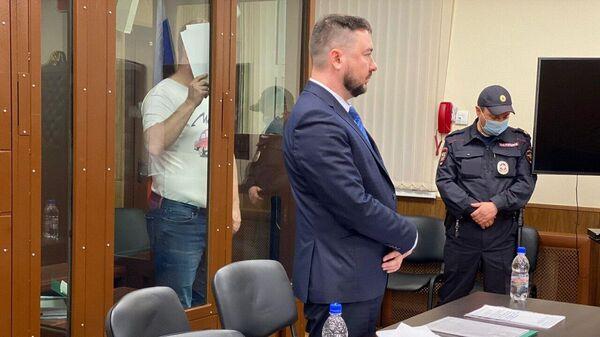 Александр Лефель, обвиняемый в мошенничестве в особо крупном размере, во время избрания меры пресечения в Тверском суде Москвы. Кадр видео