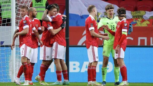 Сборная России празднует победу в матче со Словакией. Отбор ЧМ-2022