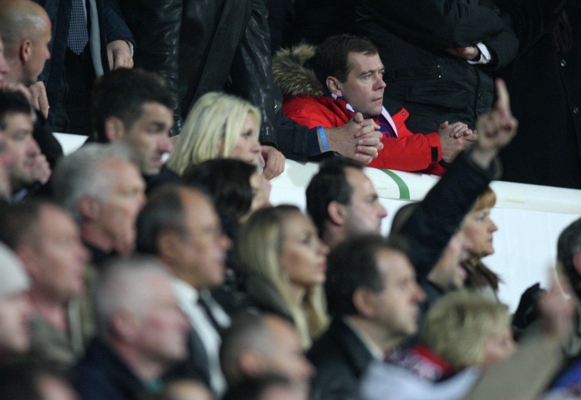 Дмитрий Медведев на матче Словения - Россия в Мариборе, 2009 - РИА Новости, 1920, 09.10.2021