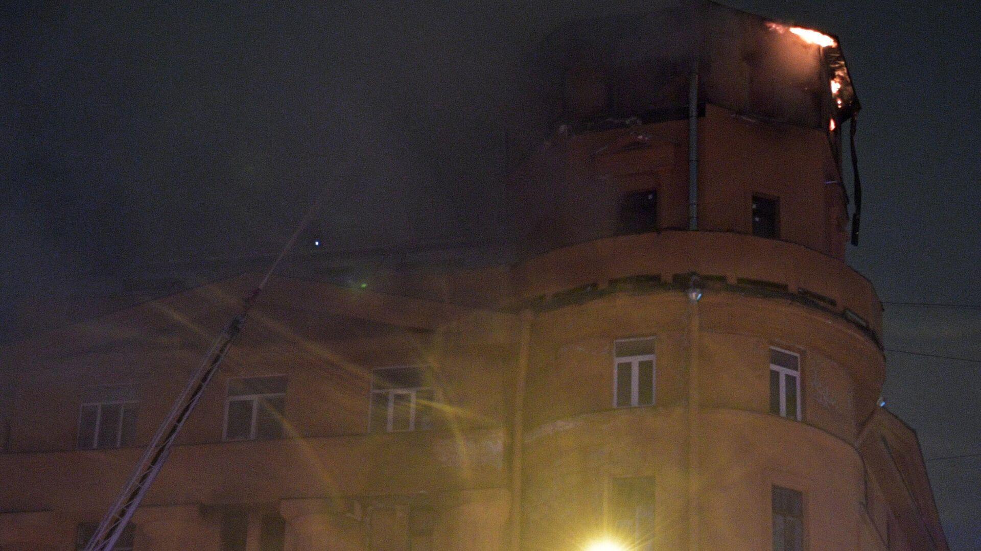 В Петербурге ликвидировали пожар в жилом доме